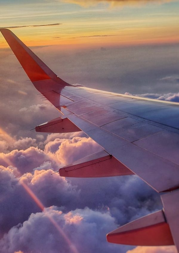 10 Easy Tips to Survive Long Flights